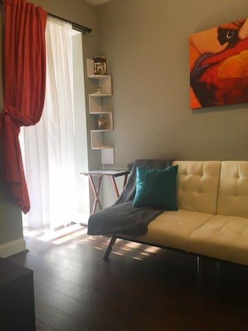 Cozy Room in Row Home - Parking + Near Metro - Washington