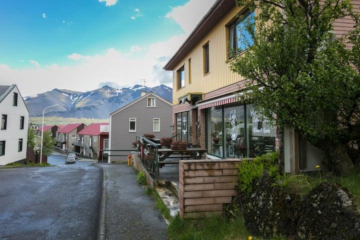 Blómasetrið Twin room - Caring