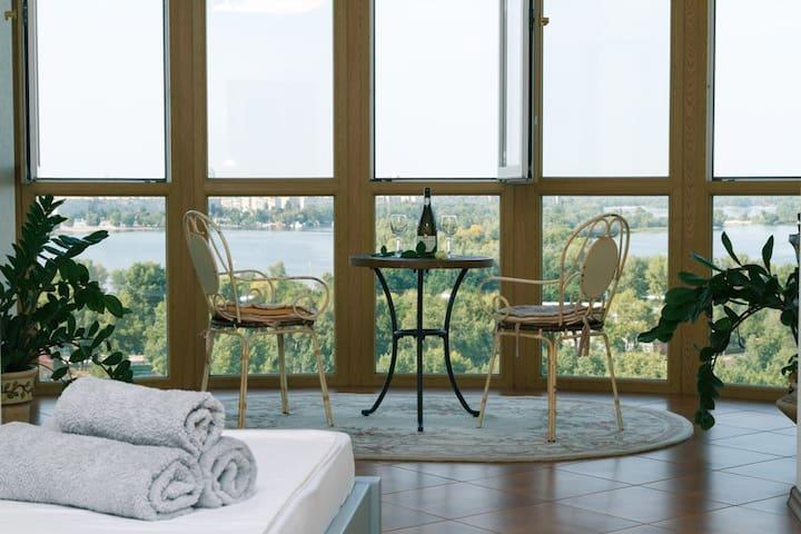 3 к  Апартаменты с джакузи и видом на Днепр 130 м