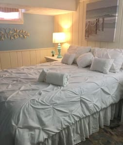 Cozy Basement Room With Queen Bed - Rockville - Haus