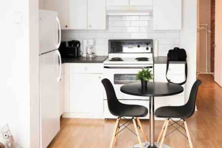 Cosy 1B/R apartment near downtown & free parking