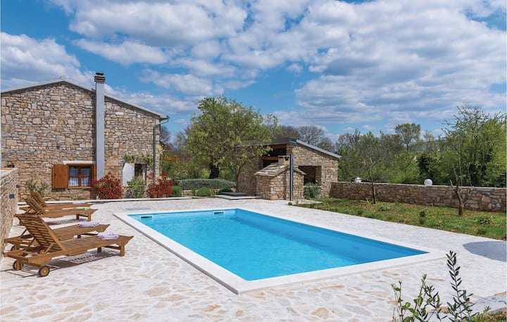 Nice home in Mratovo with WiFi and 3 Bedrooms