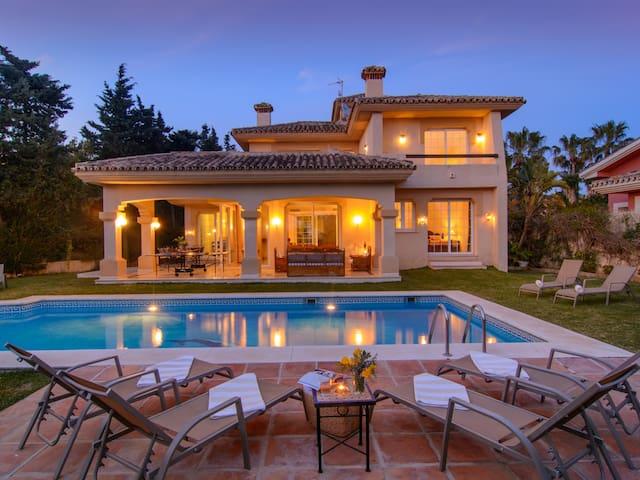 ⭐ Las Chapas south oriented villa heated pool, BBQ