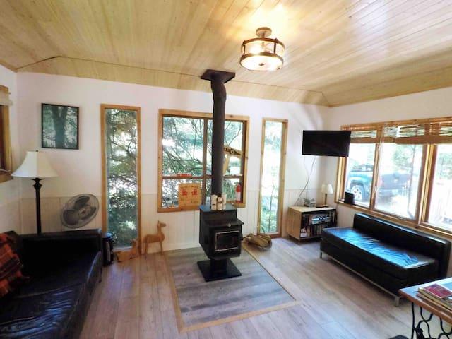 Beautiful Woodland Beach Cottage