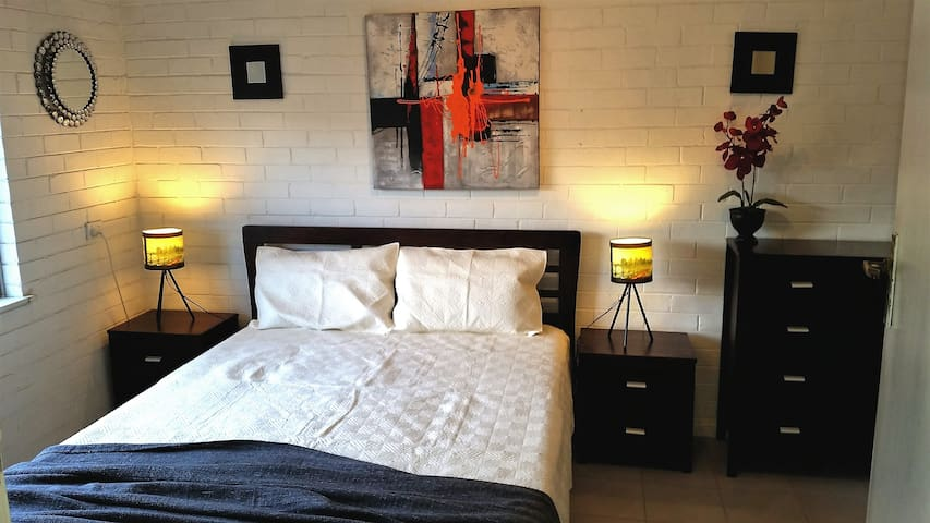 Gorgeous light and bright apartment nr Fremantle
