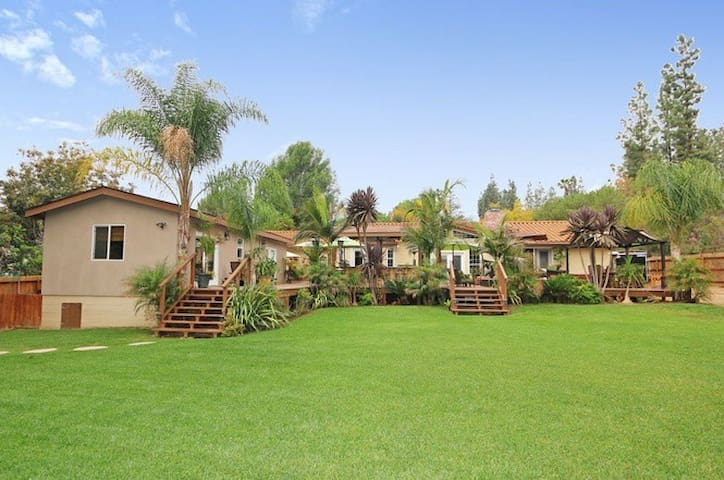 Private Guest House Near Wine Country w/Pool - Fallbrook - Casa de hóspedes