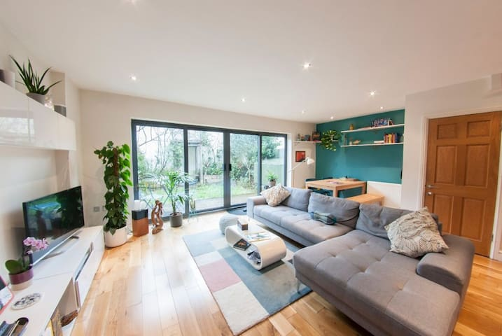 Bright quiet room in stylish home,heart of Peckham