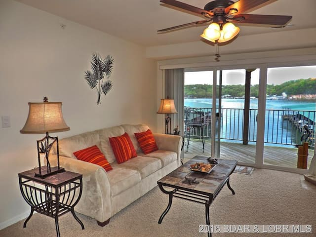 Spacious Lake Condo With Scenery & Full Amenities - Camdenton