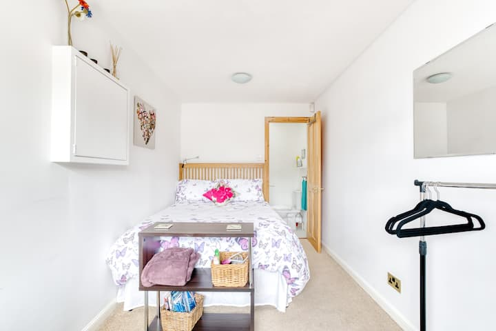 Comfy double bedroom with private en suite