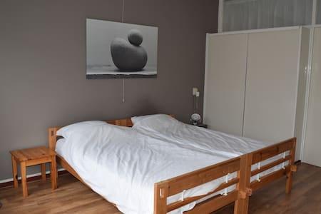 Bright and spacious apartment near city center - Rotterdam - Apartment
