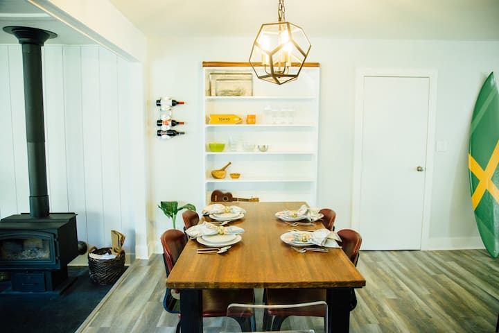 Dining & Open Kitchen