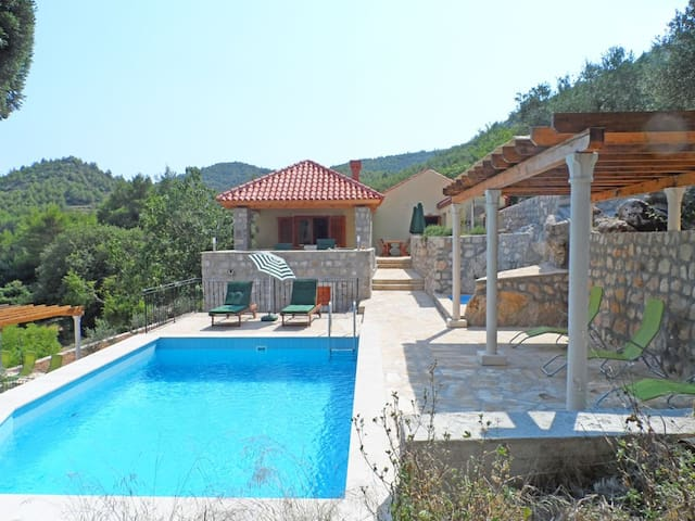 Lux villa 5 bedrooms pool, near sea