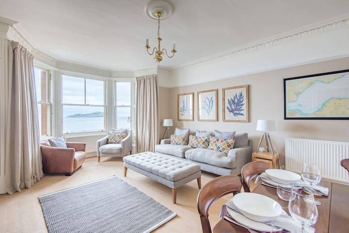 Stylish beach front flat - North Berwick