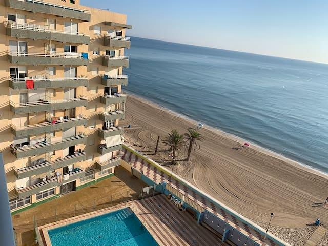 Moderno apartamento primera línea al mediterraneo