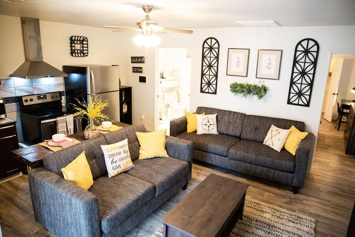 Cozy Home, High Speed Internet, downtown Checotah