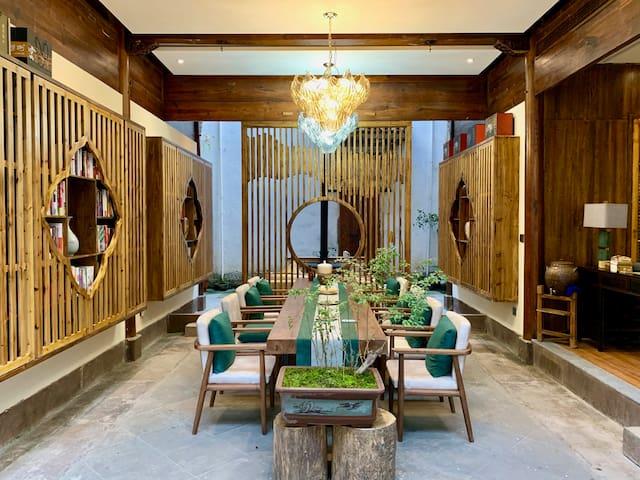 【澍志堂】超现代徽派木雕楼别墅 3室4卫超大客房、餐厅、客厅 2亩精致园林,观 山景 竹海 小溪