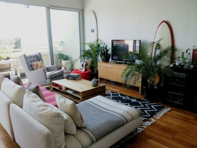 Lovely, large and bright 2 Bdr in Elsternwick