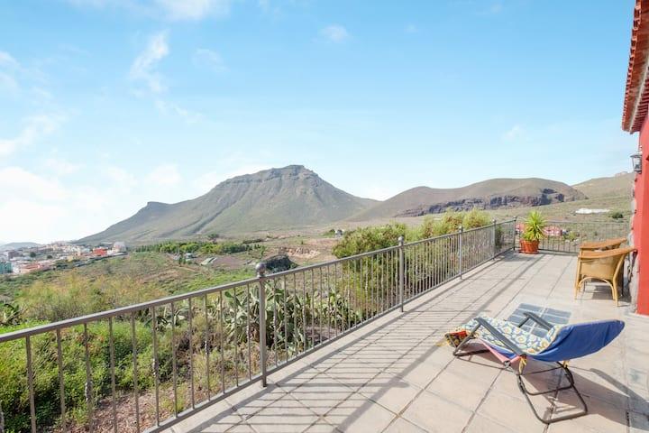 """Encantador apartamento-estudio """"Estudio Cardón"""" con vistas al mar y a la montaña, Wi-Fi, terraza, piscina y jardín; aparcamiento disponible, no se admiten mascotas"""
