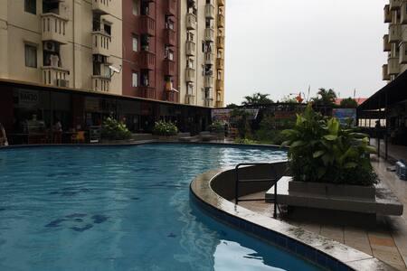 Cheap semi-furnished unit fit for 6 - Jakarta Timur - Квартира