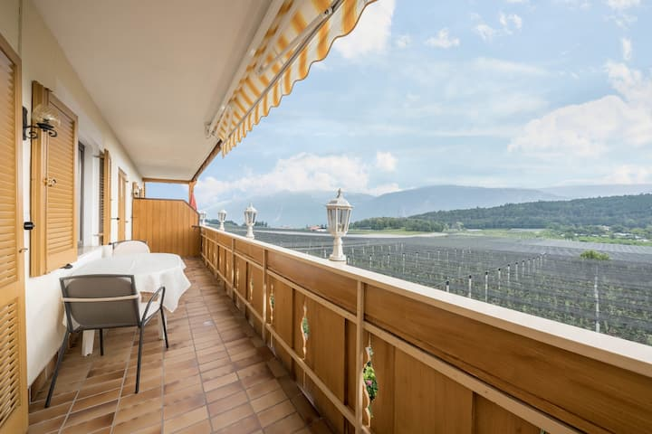 """Cute Holiday Apartment """"Residence Kronstein - FeWo 4"""" with Balcony, Shared Garden, Mountain View, Wi-Fi & TV; Parking Available"""
