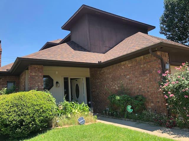 SINGLE FAMILY HOME IN IRVING 3BR 3BA 2CP