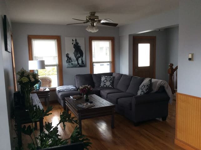 Newly furnished walking distance to Broadway - Saratoga Springs - Rumah
