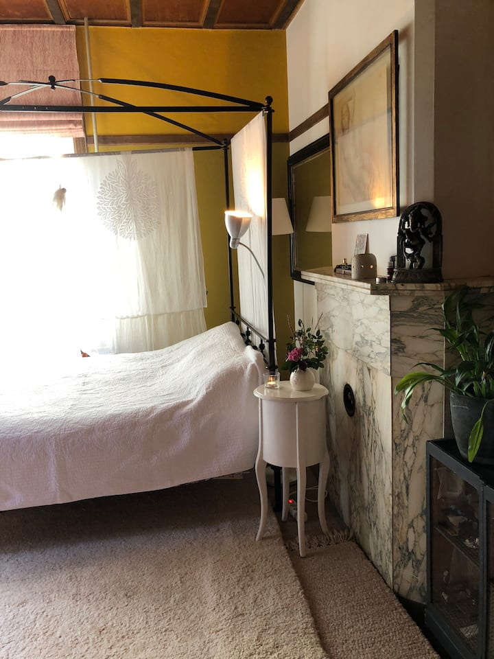 Private room in Arts&Crafts villa near the beach
