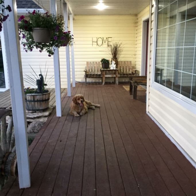 Guest/Host shared front porch area