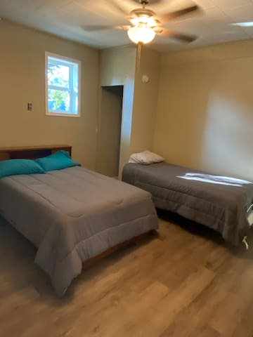 """Bedroom 4- Full Size Bed, Twin Size Bed, 40"""" TV"""