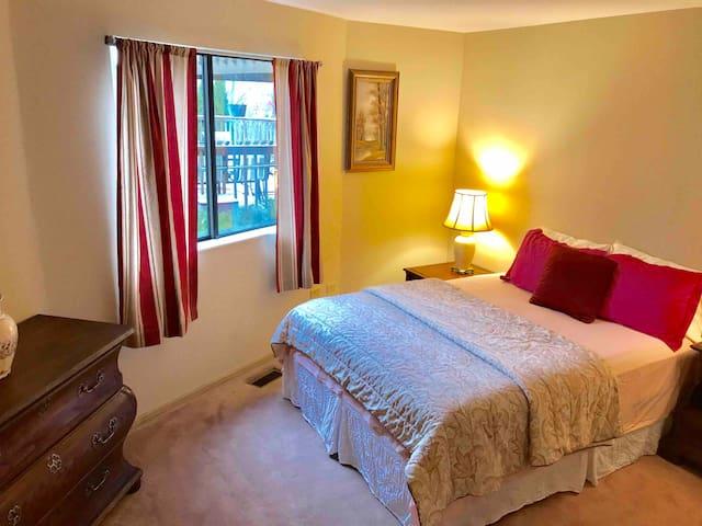 Cozy Bedroom in Gilberts