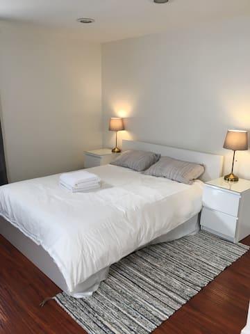 #2 - Spacious Private Bedroom in Cozy Neighborhood