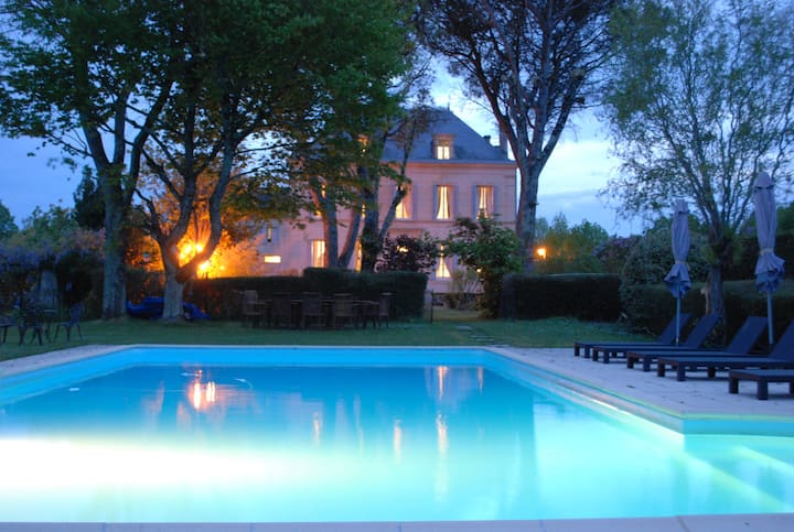 Luxurious B&B in a typical Manor house with pool