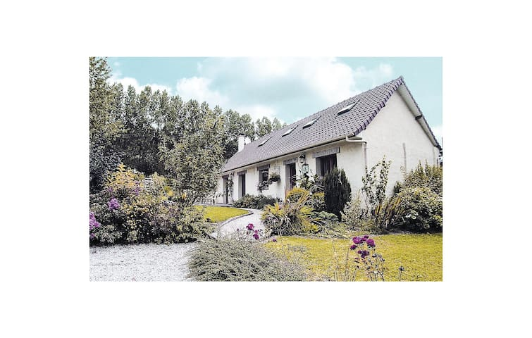 Holiday cottage with 3 bedrooms on 120 m² FNP104