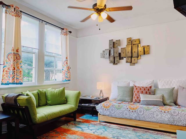 Two Bedroom Apartment in Algiers Point