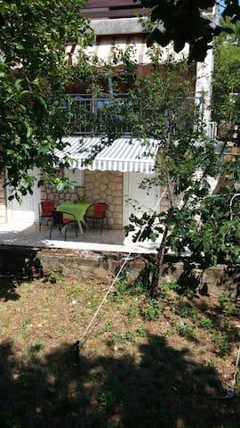 Studio apartman Popi: dom s pogledom u zelenilo