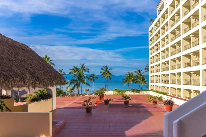 Beautiful Beach front condo - Casa Vista del Mar