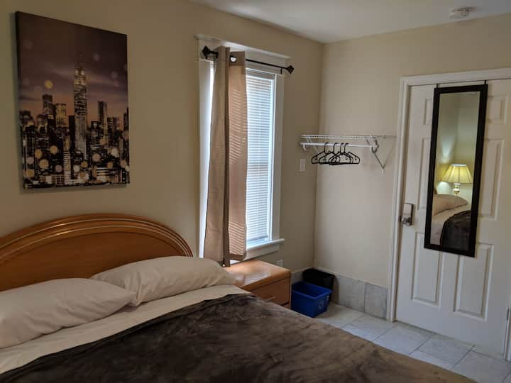 Walking Distance to Clifton Hill, Casino and falls