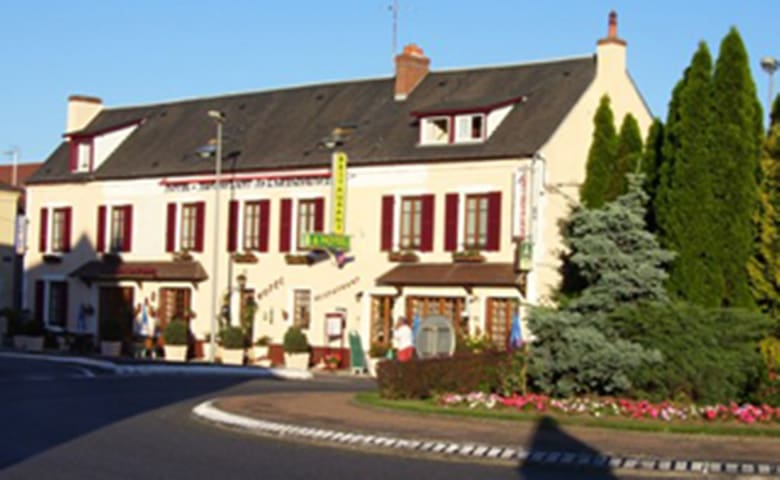 Hôtel de l'agriculture - Decize - Bed & Breakfast