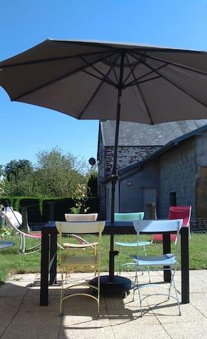Petite maison avec jardin entre ville/mer/campagne - Anctoville-sur-Boscq - Dům