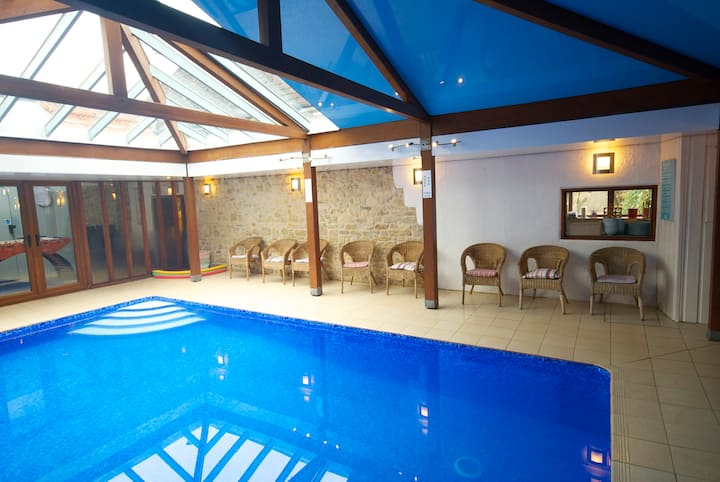 Discount for 6! YOUR OWN INDOOR POOL Rural Seaside