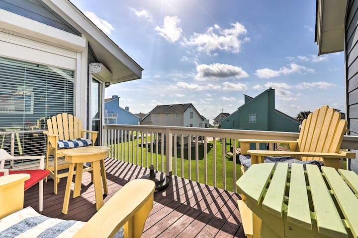 Beautiful Galveston Townhome, Walk to Beach!