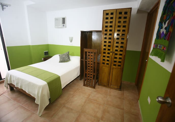 Aries y libra, double bed room (#4) - Mérida - Bed & Breakfast