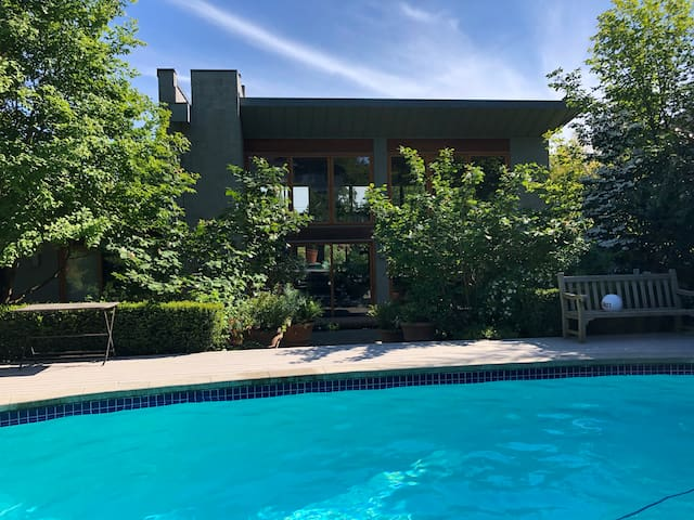 Holiday Oasis in Vancouver with Private Pool