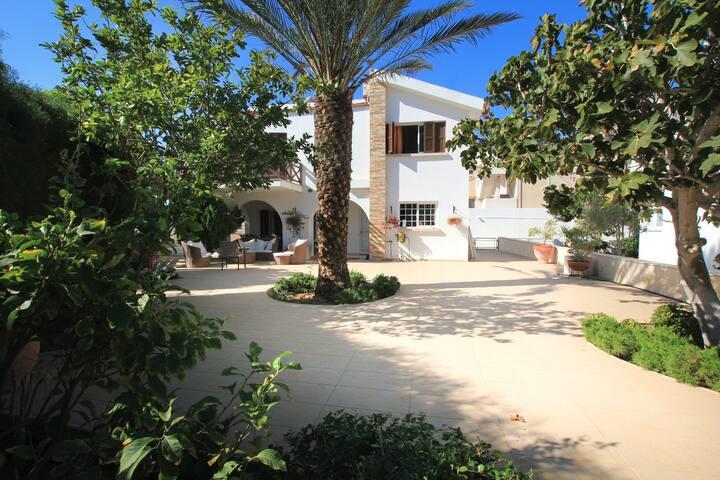 Villa Near Protaras Main Strip And  Fig Tree Bay