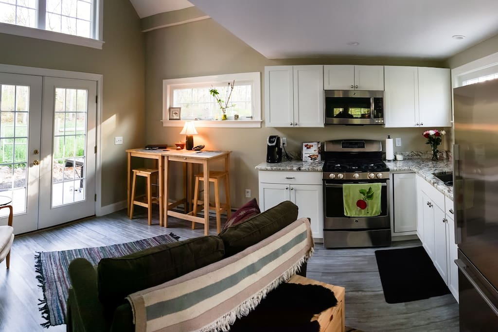 Enchanted cape cod tiny house pet friendly cottage in for Affitto cabina cape cod