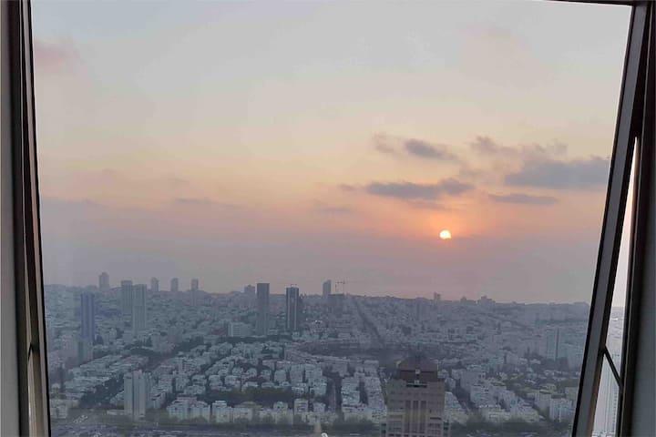 56th Floor Loft Apt - SeaSide View