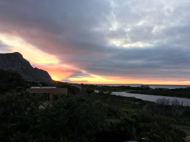 Views! Indigenous garden! Sea,lake! - Betty's Bay - Casa