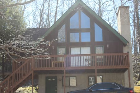 Beautiful home in Saw Creek Estates - Bushkill