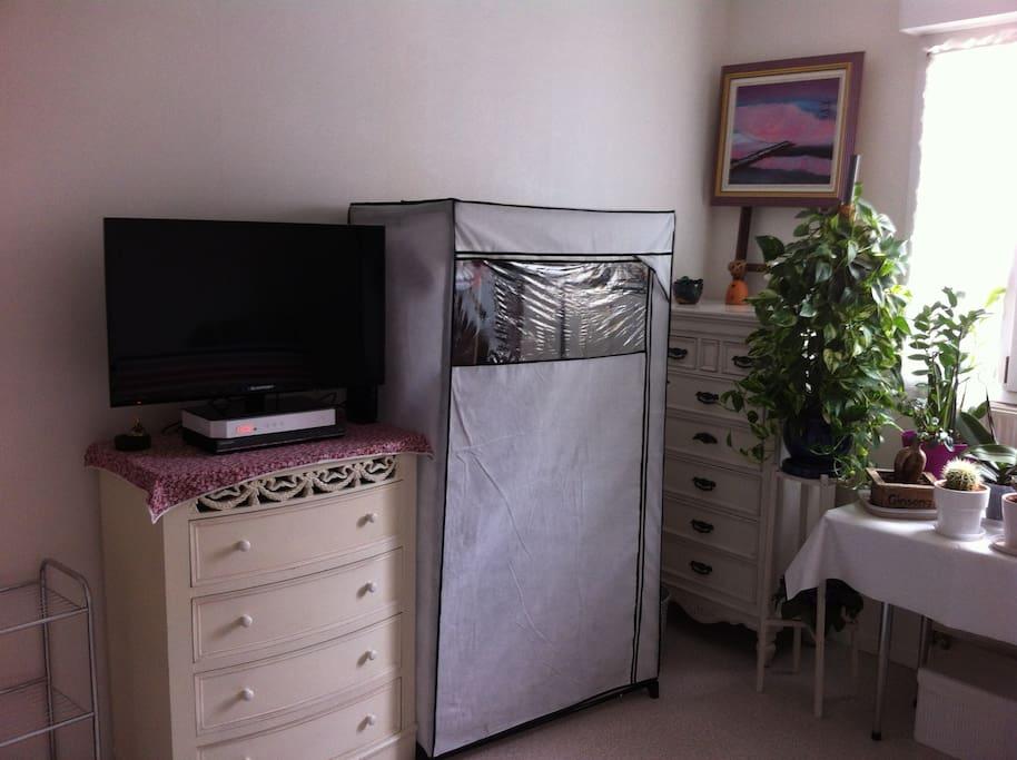 chambre 13m2 ensoleill e est ouest aix en provence provence alpes c te d. Black Bedroom Furniture Sets. Home Design Ideas