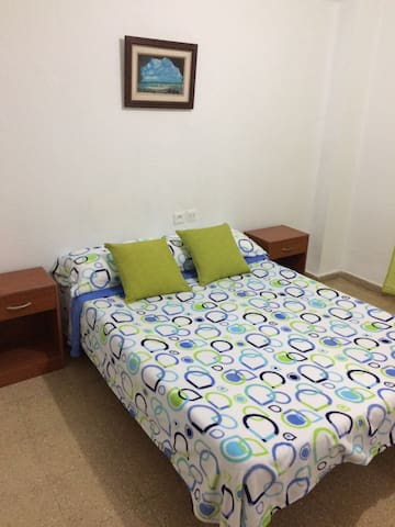 Room cheap couple for Rent in Valencia - València - อพาร์ทเมนท์